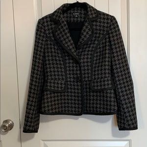 le Chateau houndstooth fitted jacket/ blazer.